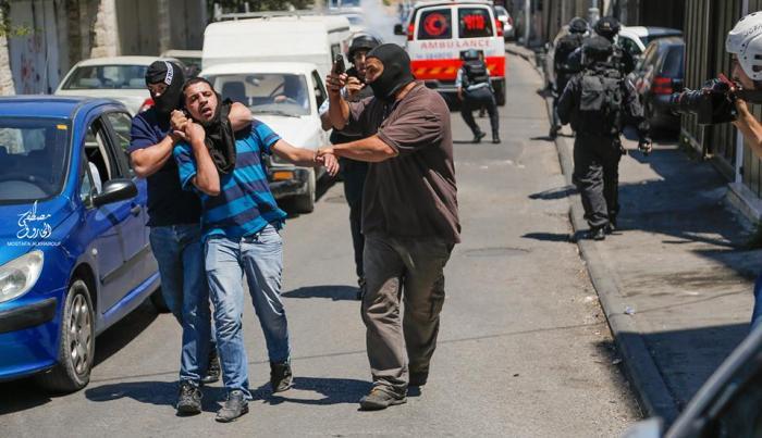 قوّة المستعربين تعتقل أحد الشّبان المقدسيين في وادي الجوزا - آب 2014، تصوير مصطفى الخاروف