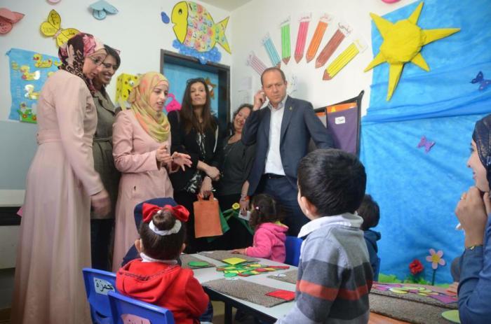 صورة نشرت على صفحة الفيسبوك الخاصة بالروضة لزيارة نير بركات رئيس بلدية الاحتلال للروضة